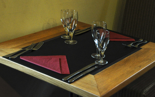 Chemins de table en cuir